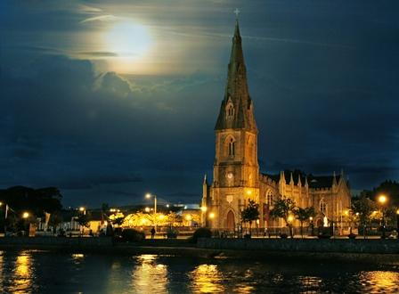 cathedral-at-night